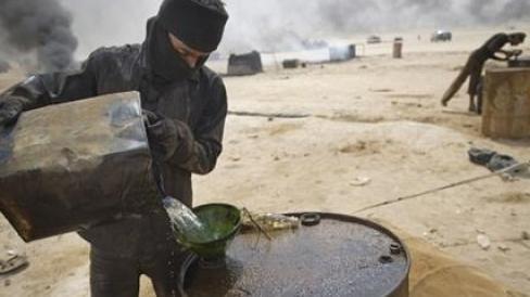 داعش  لا يزال يسرق النفط ويهربه من العراق إلى تركيا   www.le360.ma