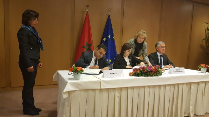 المغرب يوقع مع الاتحاد الأوروبي اتفاق الصيد بصيغة تشمل الصحراء   www.le360.ma