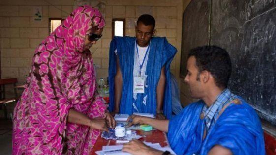 """الانتخابات الرئاسية الوهمية: عندما يصوت """"اللاجئون الصحراويون"""" مكان الجزائريين"""