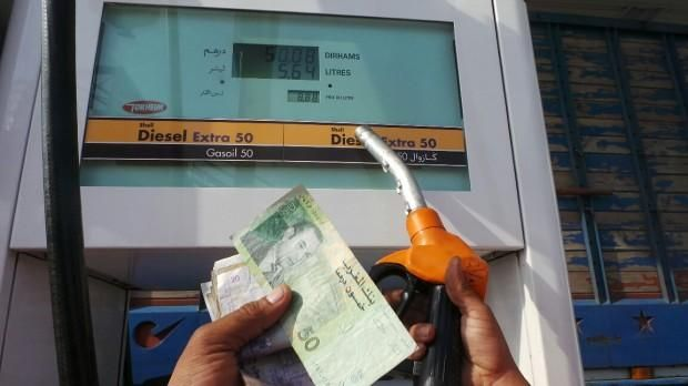 الحكومة تلزم الصمت رغم الزيادات الجديدة في أسعار البنزين