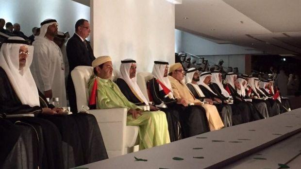 الملك في احتفالات الإمارات