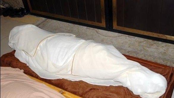 جثمان في كفن
