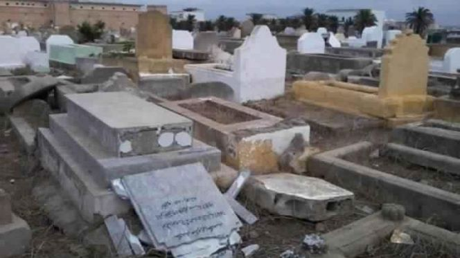 تخريب مقبرة
