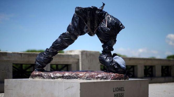 تخريب تمثال ميسي
