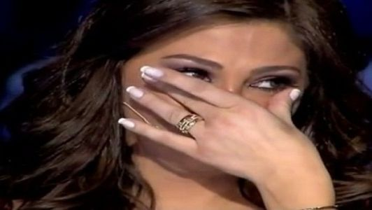إليسا تبكي