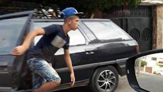 سرقة سيارة لص