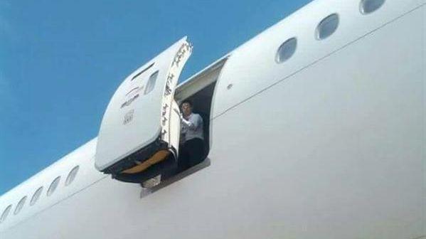 باب الطائرة