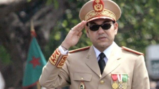 الملك بالزي العسكري