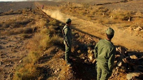 عناصر من الجيش في الحدود بين المغرب والجزائر