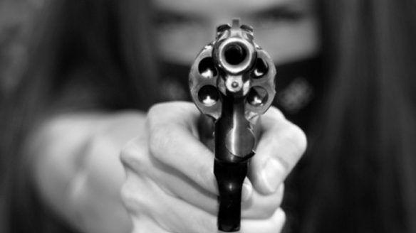 مسدس امرأة