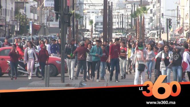 غلاف فيديو - تلاميذ الدارالبيضاء يحتجون في الشارع للمطالبة بإلغاء الساعة الإضافية