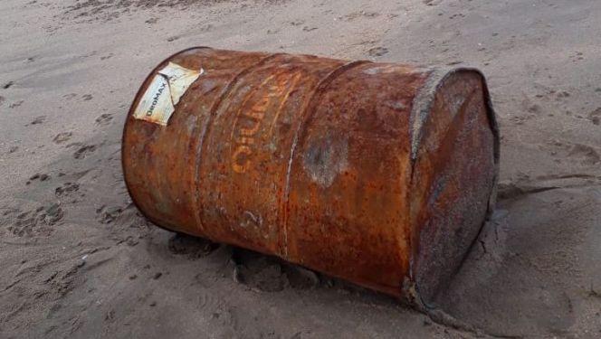 بحر طنجة يقذف برميلا 1