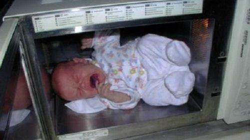 طفل في فرن