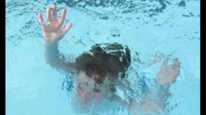 غرق فتاة