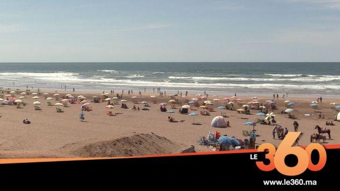 "cover: استياء عام بعين الذئاب بسبب احتلال ""أصحاب المظلات"" للشاطئ"
