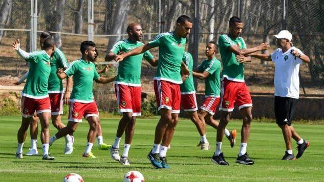 عموتة يبعد 6 لاعبين من المحليين قبل مواجهة الجزائري