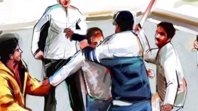 عصابة تهاجم شاب بالسيوف