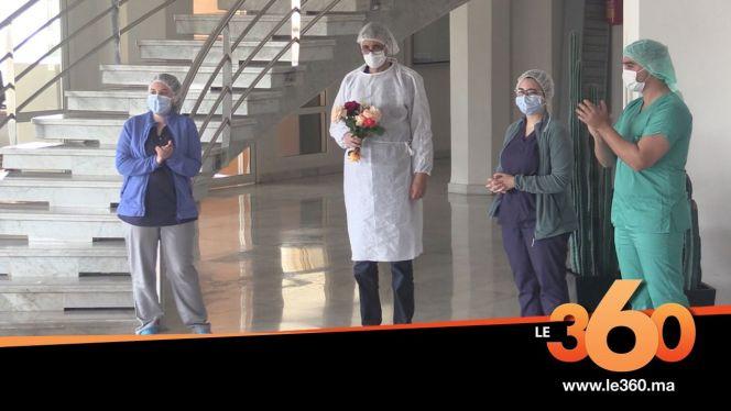 Cover_Vidéo: شاهد لحظة مغادرة طبيب متعافى من فيروس كورونا للمستشفى بفاس