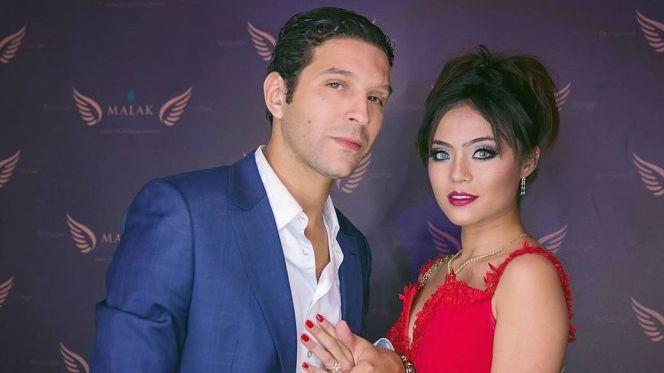 أنس الباز وزوجته