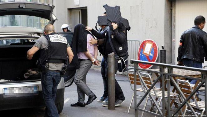 فرنسا تطرد مغاربة