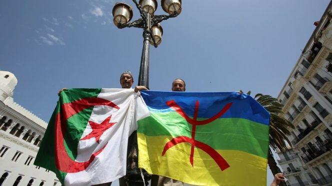الجزائر..إصدار النسخة الأمازيغية من الدستور