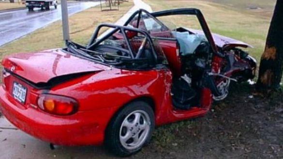 سيارة محطمة