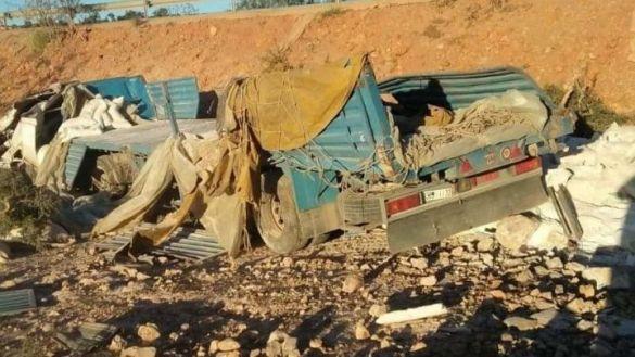 حادث انقلاب شاحنة