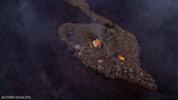 """""""البيت المعجزة"""".. كيف نجا وحده من بركان لا بالما؟"""
