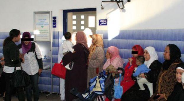 مرضى ينتظرون دورهم في العلاج