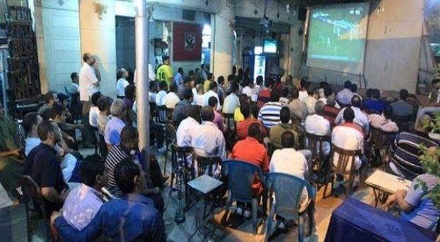 مقهى يعرض مباربات كرة القدم