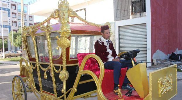 """بالصور: لأول مرة بأكادير.. عربات سياحية """"فاخرة"""" تجول شوارع المدينة"""