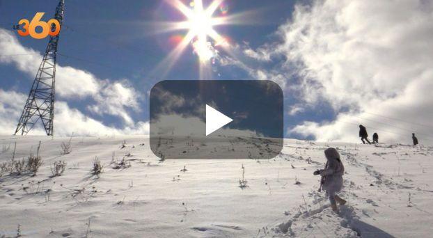 Cover: أشعة الشمس تزيّن جبال شفشاون المكسوة بالثلوج