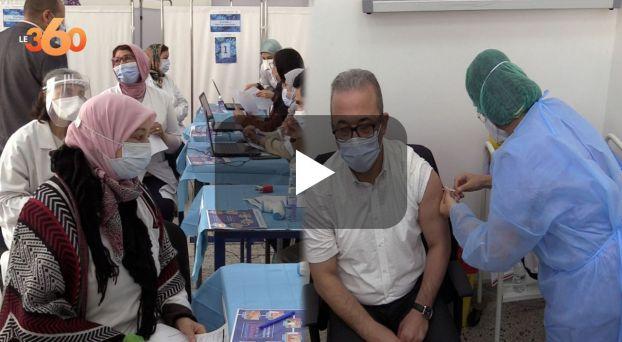 "cover الأطباء يتلقون الجرعات الأولى من لقاح ""سينوفارم"" بمستشفى ابن رشد"