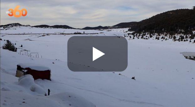 Cover Vidéo - شاهد كيف حوَّل بياض الثلوج إقليم خنيفرة إلى لوحة ساحرة