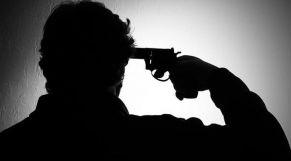 انتحار بمسدس
