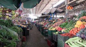 غلاف فيديو - مواطنون يشكون غلاء أسعار الخضر والفواكه بسوق الأحد بأكادير