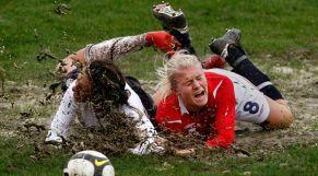 كرة القدم النسوية