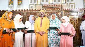 الملك يسلم جائزة محمد السادس للمتفوقات في محاربة الأمية بالمساجد