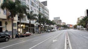 شوارع شبه خالية وهدوء غير مسبوق بشوارع وأزقة مدينة تمارة
