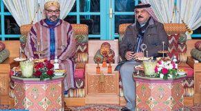 الملك محمد السادس إلى جانب ملك البحرين