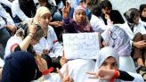 ممرض وقفة احتجاجية