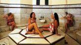 نساء داخل حمام