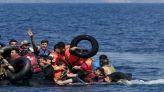 أطفال يحاولون الهجرة السرية