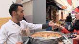 """غلاف فيديو... """"كالينطي"""" اكلة يهودية تحصد الشهرة بشوارع وازقة طنجة"""