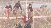 مهاجرون يخترقون سياج سبتة