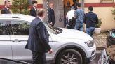 مسؤولون سعوديون أمام القنصلية بتركيا