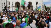 متظاهرون بالجزائر