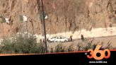 غلاف فيديو - مغاربة وجزائريون يتحدون إغلاق الحدود ويتبادلون التحايا في منطقة بين الجراف بالسعيدية