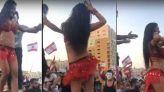 راقصة في مظاهرات لبنان