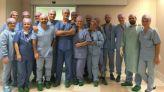فريق طبي مجري العملية